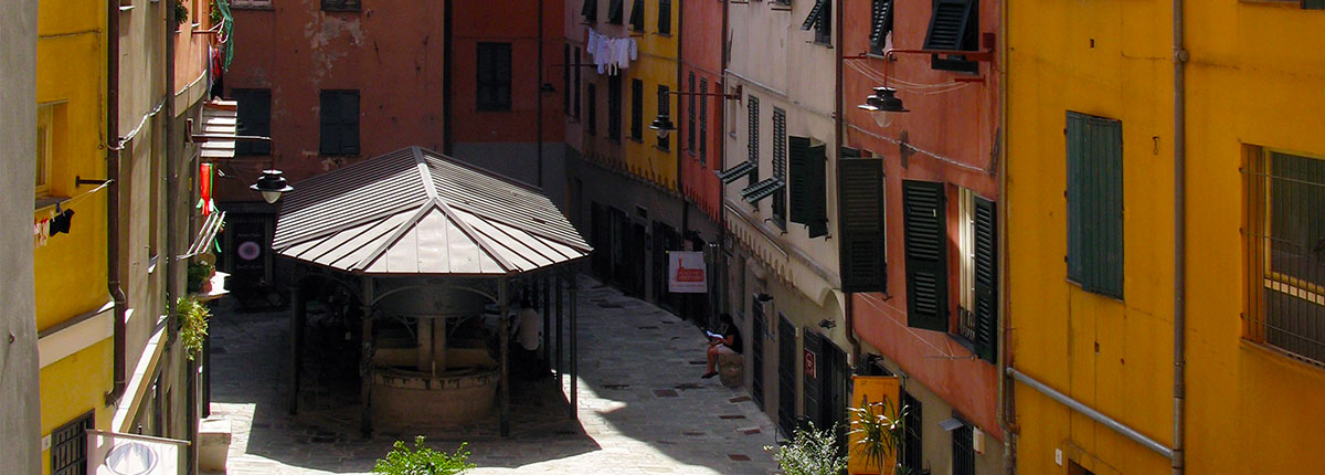 The medieval streets of Genoa – The Carrugi