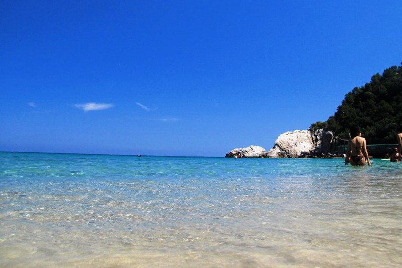 Who want to dip in the crystalline sea of Varigotti? This is one of the best beaches in Liguria where to go!