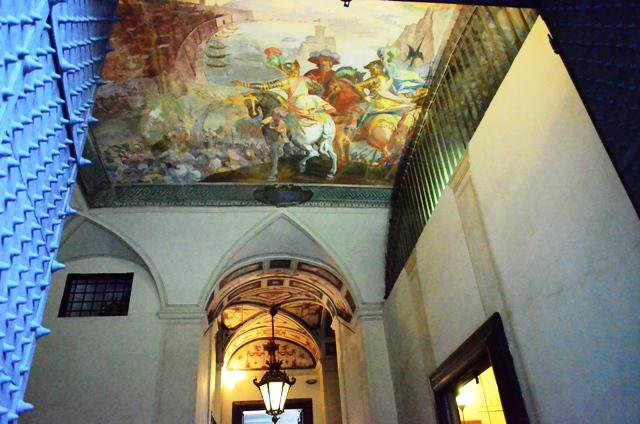 Entering Genoa palaces