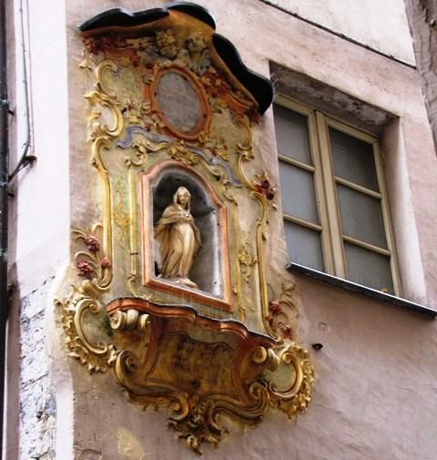Genoa votive aedicules