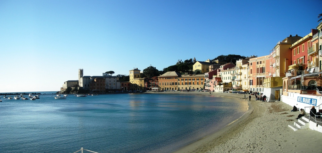 Sestri Levante, Italian Riviera beaches. Photo credits @vengomatto