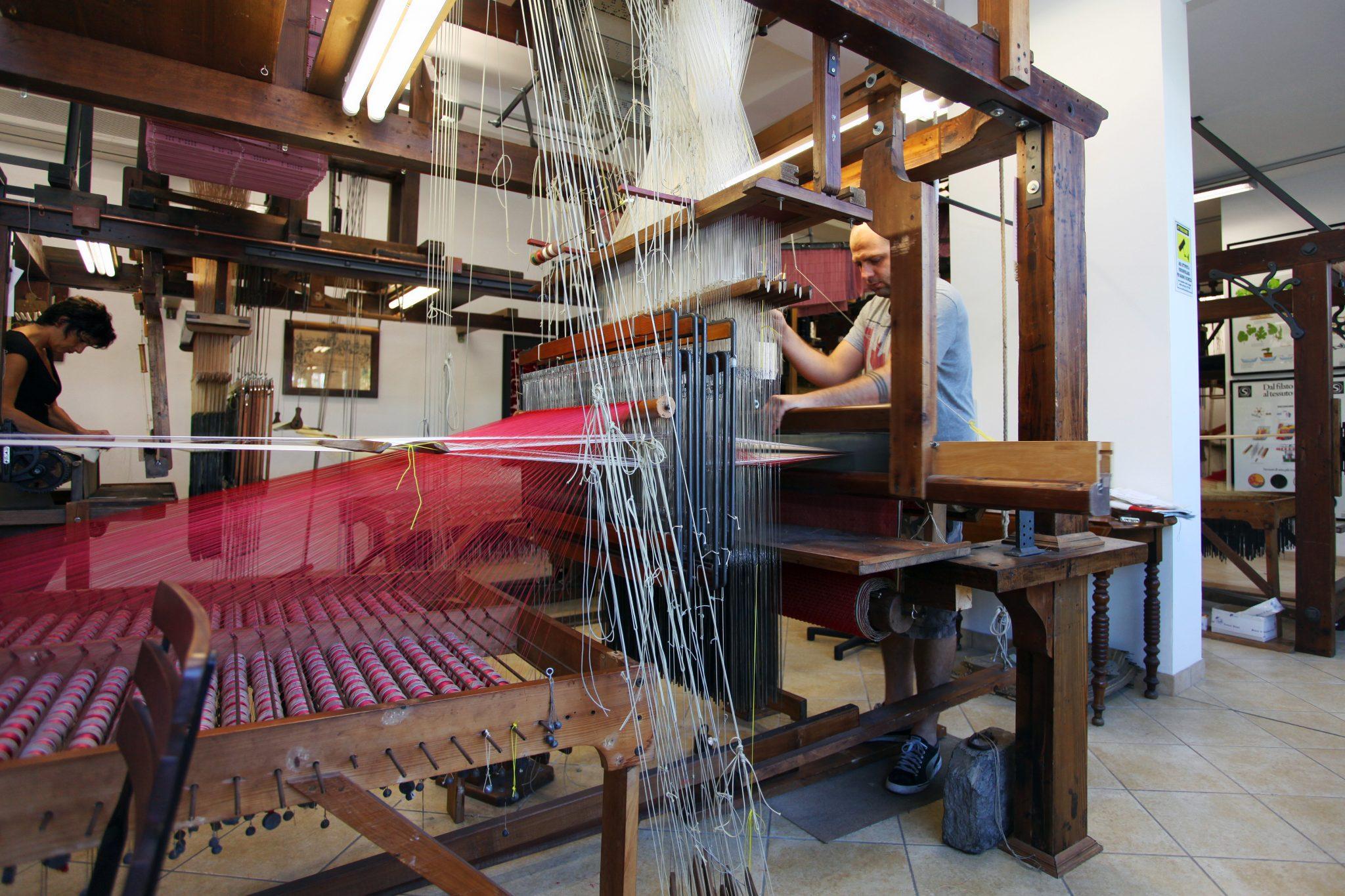 Artisans tour - Silk weavers in Zoagli