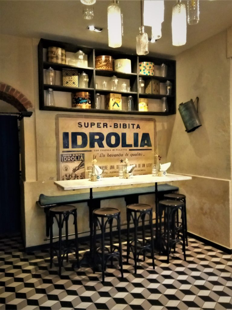 Historic wine bar in Chiavari