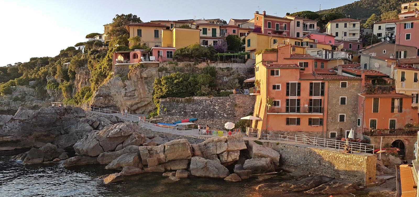 Hidden gems near Cinque Terre: Lerici and Tellaro